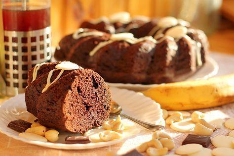 Шоколадно-банановый кекс - пошаговый рецепт с фото: Очень мягкий и сочный. - Леди Mail.Ru масло сливочное  120 г сахар тростниковый  200 г мука  180 г сметана (15%)  130 г какао  40 г яйца куриные  2 шт. бананы  2 шт. сода  1 ч.л.