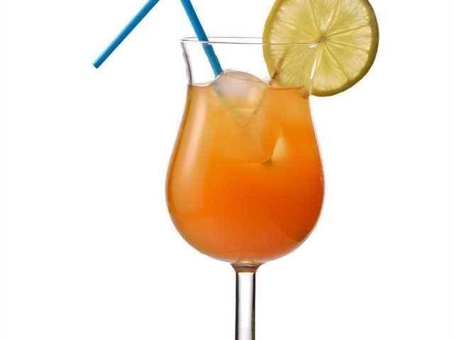 Lucky Devil. Un cóctel refrescante elaborado con vodka, aunque puede sustituirse por cualquier otra bebida blanca. Famoso por sus propiedades afrodisíacas.