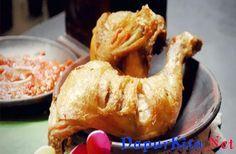 Ayam Goreng Bumbu Kuning memiliki cita rasa bumbu yang kuat dan lezat. Lezat disajikan dengan nasi hangat dan sambal. Ayo buat sendiri Ayam Goreng Bumbu Kuning yang enak. Bahan: 1 ekor ayam, potong menjadi 8 bagian 2 lembar daun salam 2 lembar daun j