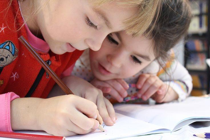 LES BÉNÉFICES À LONG TERME D'UN TRAVAIL SUR LA MÉMOIRE DES TOUT-PETITS : Une nouvelle étude montre que les enfants d'âge préscolaire qui obtiennent de mauvais résultats lors d'une tâche de mémoire sont susceptibles de présenter un risque de décrochage plus élevé à l'âge de 12 ans. « L'identification des étudiants qui courent le risque de décrocher au secondaire constitue une étape importante dans la prévention de ce …