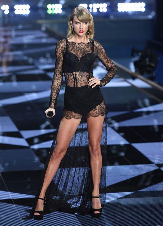 Taylor Swift le 2 décembre 2014 à Londres, lors du défilé Victoria's Secret