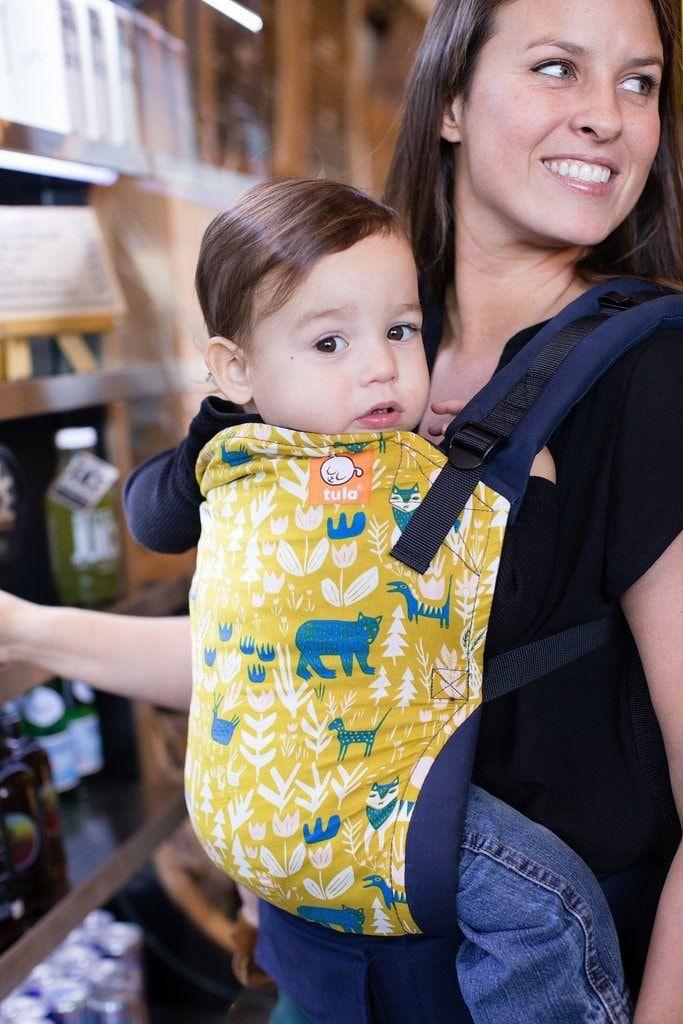 Tula Toddler Fable Bæresele Tula Toddler er den Tula bæreselen som har det bredeste og høyestepanelet Designet for toddleren som fortsatt liker å bli bært Tula ToddlerFable har hentet inspirasjonen