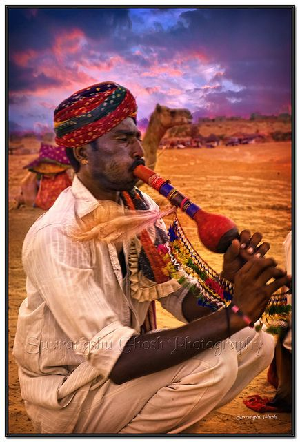 ♫♪ MUSIC ♪♫ The Desert Piper, Thar Desert Rajasthan, Colorful India