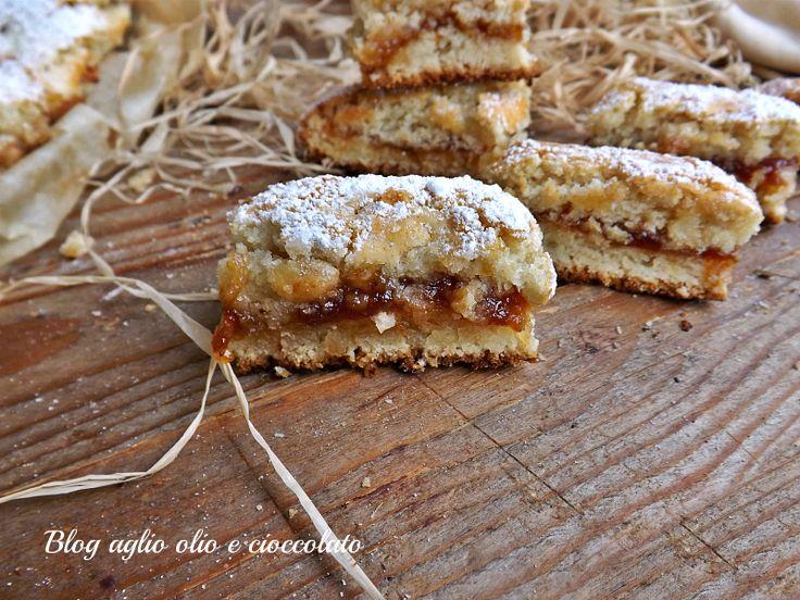 I biscotti molleux con marmellata sono dei deliziosi e morbidissimi biscotti farciti con della deliziosa marmellata e sono molto semplici da fare