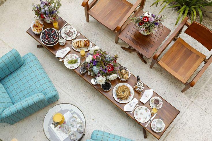 Um cantinho para o chá! Um chá da tarde é uma ótima oportunidade para encontrar pessoas queridas e degustar sabores delicados que nos fazem tão bem. Assim, gerações e gerações celebram a vida com um ritual simples e muito charmoso no conforto de casa.