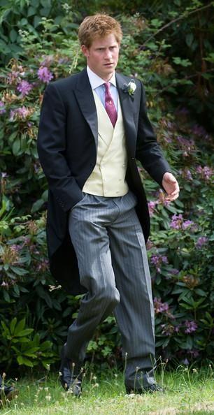 Принц гарри в костюме