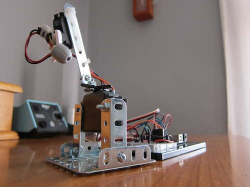 An AUTOMATED CAT LASER  - build it yourself   :)