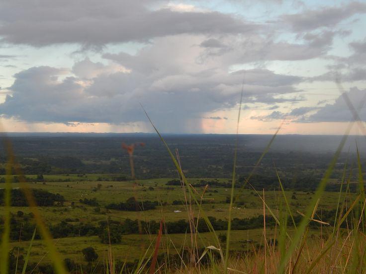 Mientras llueve en el plano desde la montaña más alta...Vereda Peña Blanca en San Juan de Arama