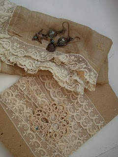 Burlap and lace cool table runner idea