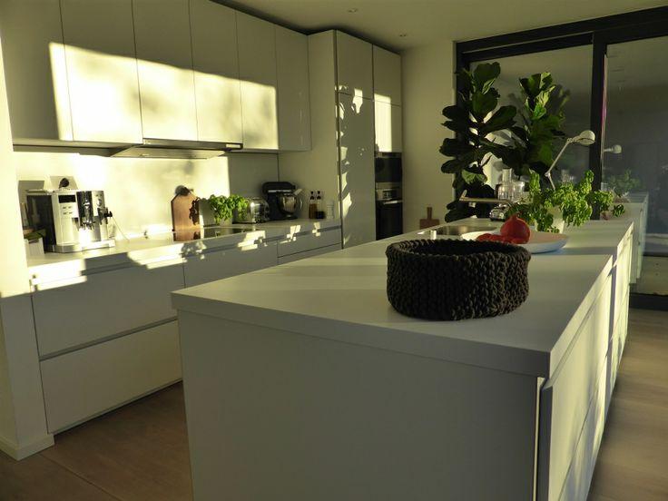 die besten 17 ideen zu k che mit insel auf pinterest. Black Bedroom Furniture Sets. Home Design Ideas