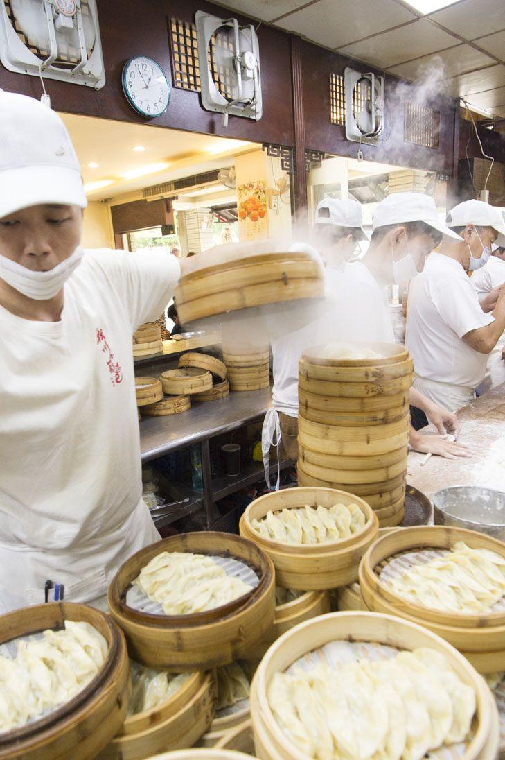 台湾グルメと言ったら外せないのが小籠包。スープも具材も、本場ならではの豊富なバリエーションにテンションアップ!台湾を訪れたら是非楽しみたいおすすめの4店をご紹介。