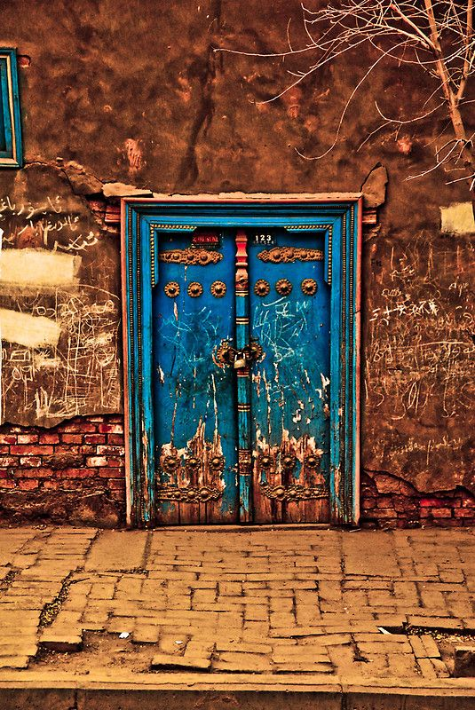 Along the silk road, Kashgar streets mirror the rich colours seen in so many silks #Silkroute