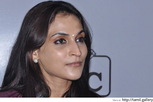 Aishwaryaa wants National Film Award for stuntmen - http://tamilwire.net/57634-aishwaryaa-wants-national-film-award-stuntmen.html
