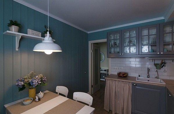 Прежде всего, деревянная обшивка стен и потолков актуальна для кантри или коттеджного («дачного») стиля. Здесь вагонку можно оставить не окрашенной. Если же речь идет о стиле прованс, отличающемся особой мягкостью и изяществом, доску лучше окрасить.