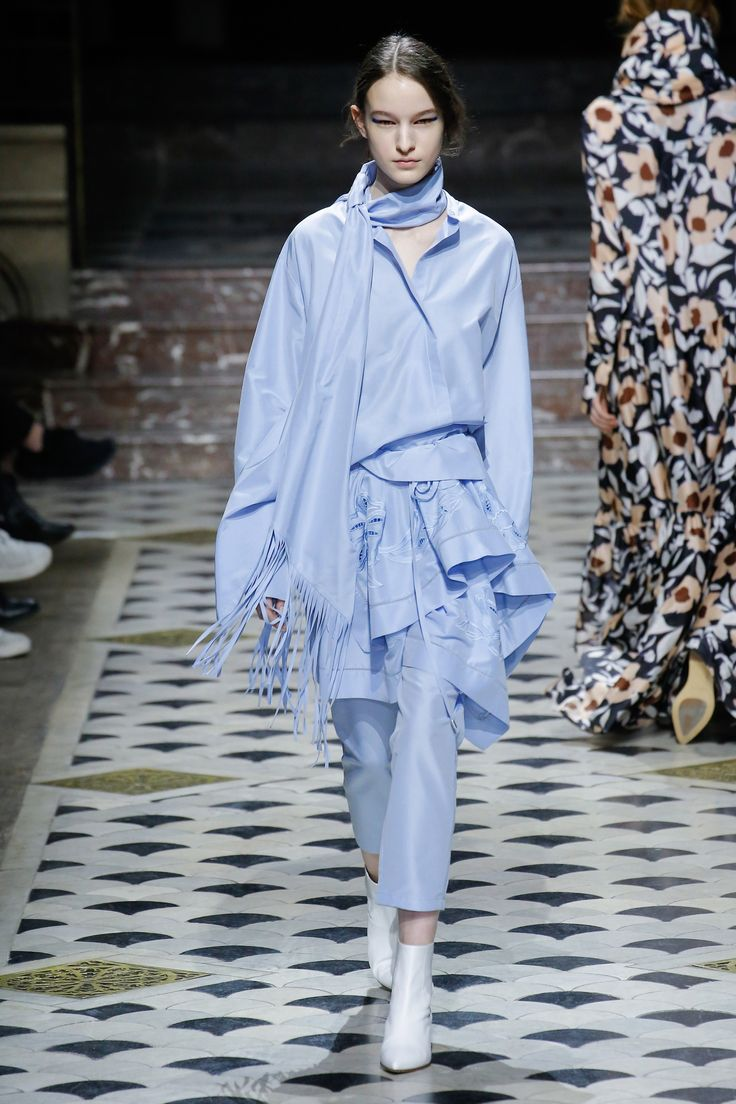 The complete Christian Wijnants Fall 2018 Ready-to-Wear fashion show now on Vogue Runway.