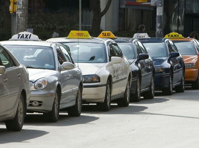 Credit or cash, what should be the payment mode accepted by the taxi drivers? Well, this is a difficult question to answer? After all, you need to consider a lot many things while thinking about an answer to this question.
