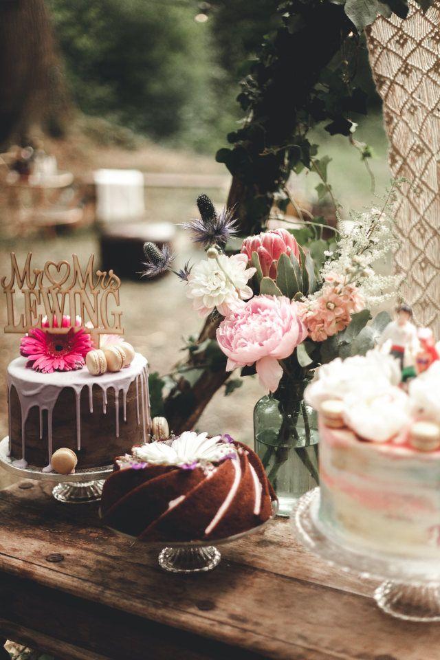 Credit: Ik Trouw Van Jou - geen persoon, tabel (meubels), ornament, viering, kaars, bloem (plant), taart, eten, chocolade, stilleven, cup (container), tafelsuiker, crème
