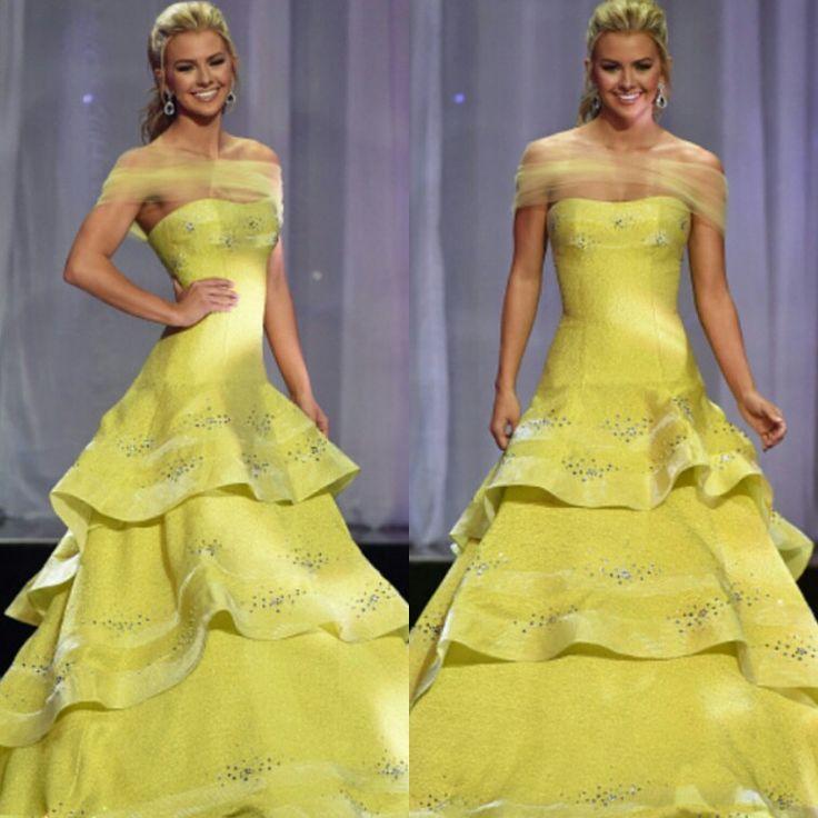 E a escolhida do Miss Teen USA também esteve belíssima neste vestido amarelo, cintura baixa, com um lindo véu amarelo noa ombros, camadas onduladas e paetês. Amei!💟✨ #glamourous #karliehay #style #yellow #promdress #missteenusa