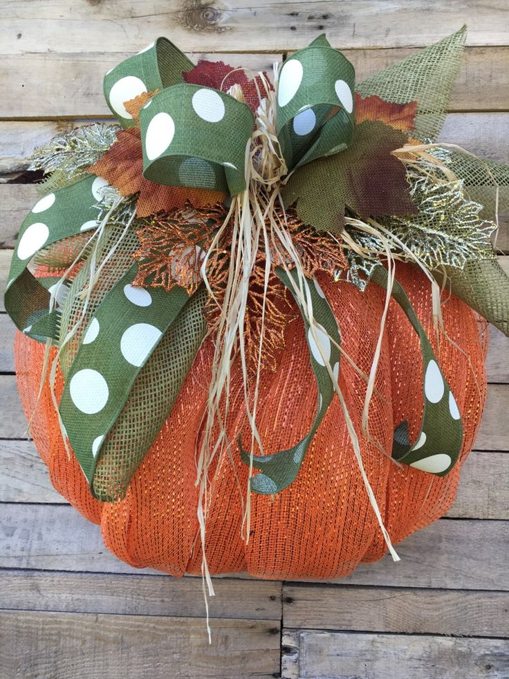 Fall Wreath, Fall Door Wreath, Fall Pumpkin Door Wreath, Fall Pumpkin Wreath, Deco Mesh Pumpkin Wreath, Fall Door Décor, Pumpkin Wreath  ***THIS DESIGN HAS BEEN SLIGHTLY MODIFIED DUE TO AVAILABILITY OF SUPPLIES. NEW PHOTOS COMING SOON***  This large pumpkin wreath made out of foil deco mesh is so festive for Fall! This beauty will not go unnoticed