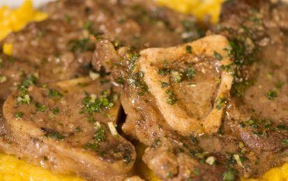 Ossobuco alla milanese - L'ossobuco alla milanese è un piatto classico lombardo, non difficile da fare ed anche abbastanza economico: vi suggeriamo di farlo con la nostra ricetta per il pranzo della domenica.