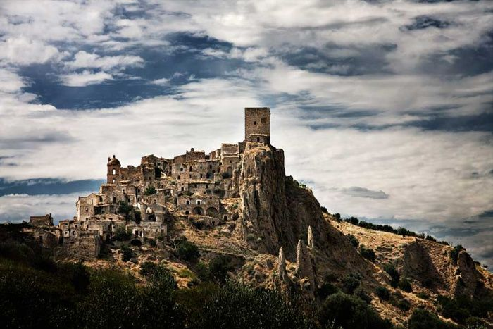Caco castle in ItalyCacos Castles, Abandoned Cities, Abandoned Town, Ghosts Town, Italian Abandoned, Craco Italy, Italy Travel, Abandonet Italian, Abandoned Places