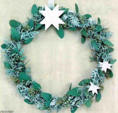 Beautiful Christmas wreath with flat folded White stars from our Classic Series. Made Stjernestunder.dk  Featured in ALT for Damerne no 44 2013