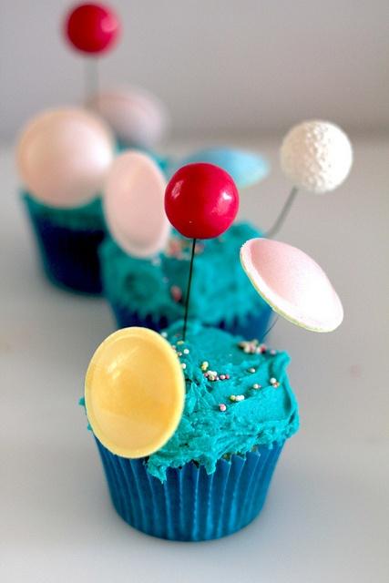 Planeten Cupcakes. Tolle Ideen für einen Weltraum Kindergeburtstag.