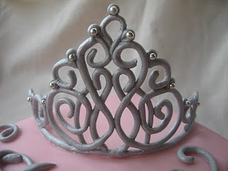 Making a gumpaste tiara