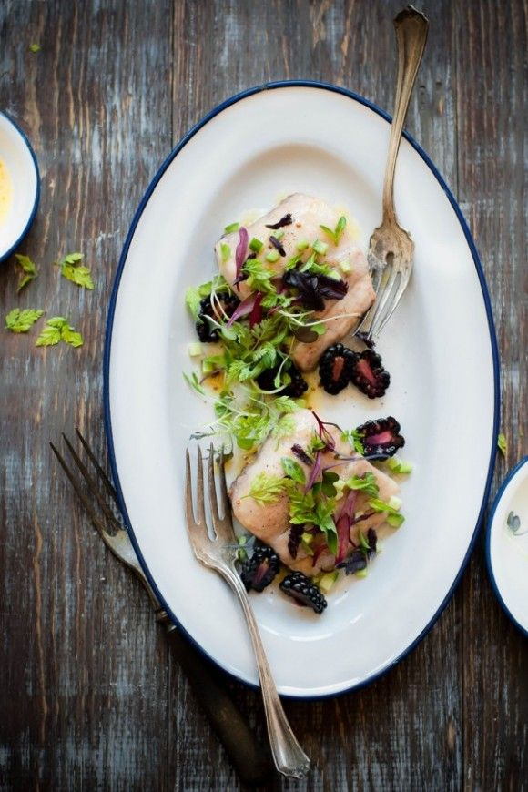 "{Guest post} Lampuga con insalata di cetrioli e more con vinaigrette di pompelmo di Michael Paynic autore del blog ""Inspiring the everyday"" - {Guest post} Mahi Mahi, Blackberry-Cucumber Salad with a Grapefruit Vinaigrette by Michael Paynic  ""Inspiring the everyday"" with English version"