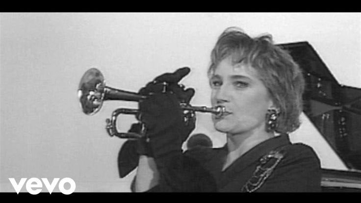 Patricia Kaas - Mademoiselle chante le blues https://www.youtube.com/watch?v=g17yeAGwJos