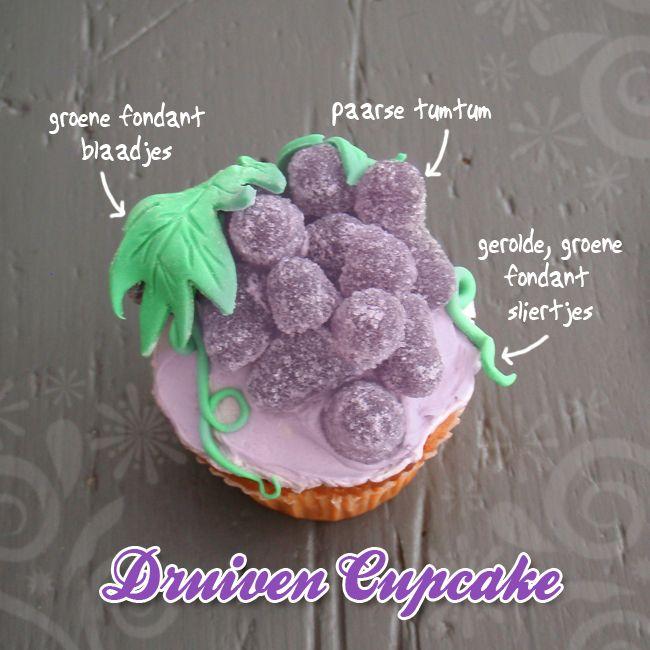 Het lijkt net een gezonde #cupcake, met een trosje #druiven van paarse tumtummetjes. Kijk voor het #recept op: http://www.oetker.nl/nl-nl/recept/r/druiven-cupcakes.html