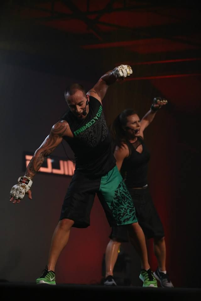 LES MILLS OFFICIAL Body Combat Learn The Moves 02 - YouTube