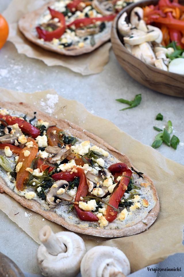 Leckere Vollkornflammkuchen mit buntem Gemüse und Feta. Ein leckeres Rezept welches zeigt, dass auch Vollkorn lecker sein kann.