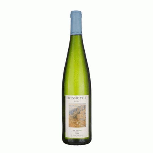 Riesling Le Kottabe. Een loepzuivere witte wijn met aroma's van grapefruit. In de mond een zacht droge fruitige smaak, een minerale structuur en een stevige en frisse afdronk.