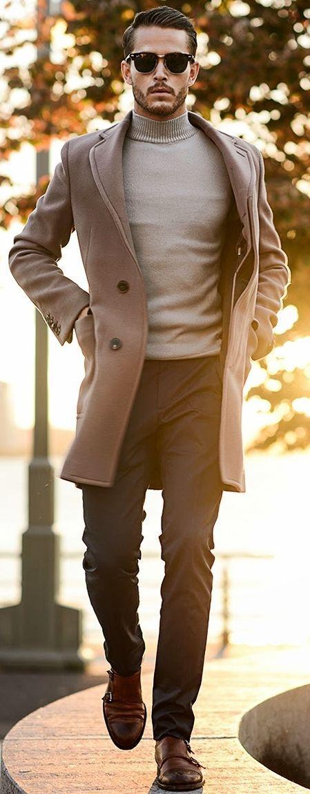 tenue classe homme tendance Mode homme élégant et tendance Tenue beige. Pull col roulé Blogueuse Consultante en image
