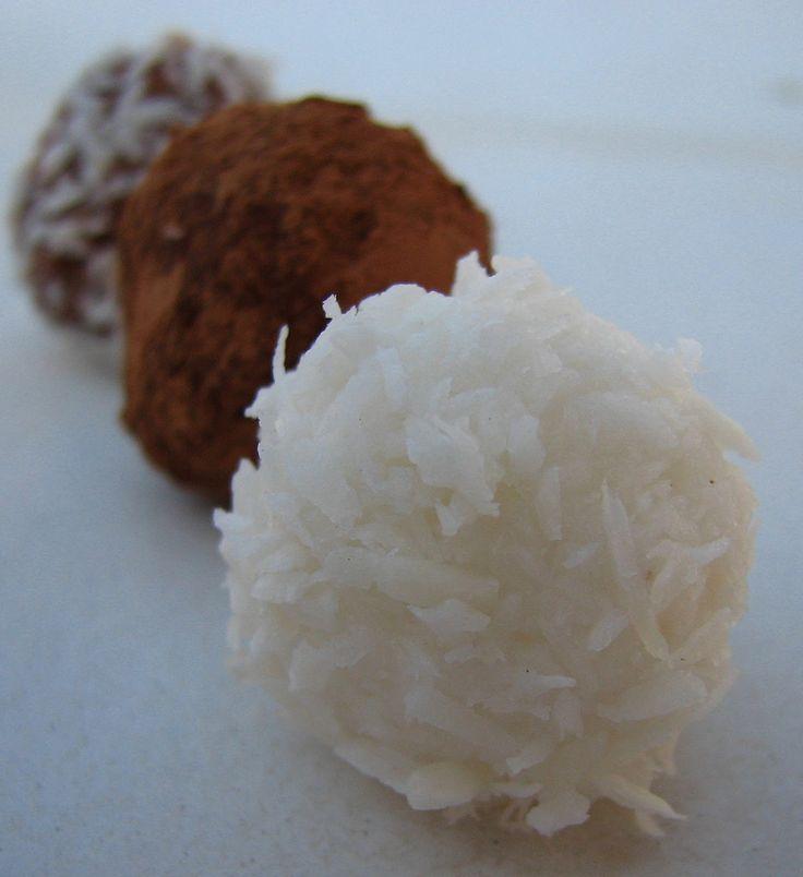 A kókuszos mandulatej  készítésénél visszamaradó pépet sokféleképpen fel lehet használni. Az egyik, talán legegyszerűbb módja a Raffaelló go...