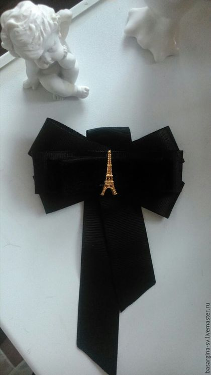 Купить или заказать Брошь-галстук 'О,Париж' в интернет-магазине на Ярмарке Мастеров. Классическая брошь из чёрных репсовых лент и бархатной ленты с золотой эйфелевой башней. Подойдёт под белую рубашку для офисного дресс-кода. Будет уместно смотреть…