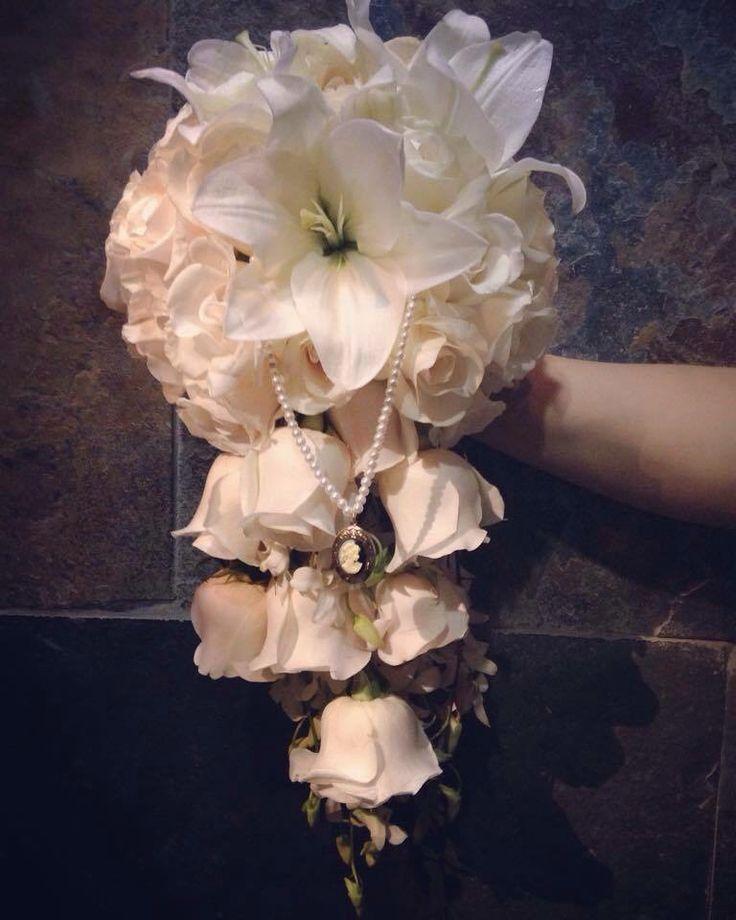 Ramo en cascada : rosas , orquídea , Lilis