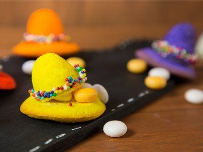 Receta de Cómo hacer Pastelitos en Forma de Sombrero | Prepara estos divertidos pastelitos en forma de sombrero. Son súper fáciles y muy divertidos para hacer con los niños. ¡No los dejes de hacer!