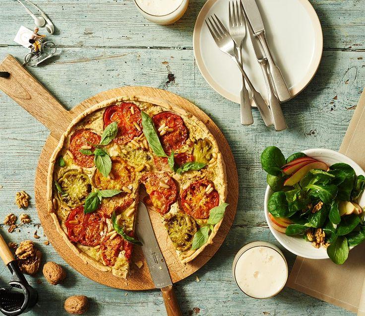 Rezept für Tomaten-Quiche bei Essen und Trinken. Und weitere Rezepte in den Kategorien Eier, Gemüse, Getreide, Käseprodukte, Kräuter, Milch + Milchprodukte, Nüsse, Hauptspeise, Pikante Kuchen / Pizza, Backen, Einfach, Gut vorzubereiten, Vegetarisch.