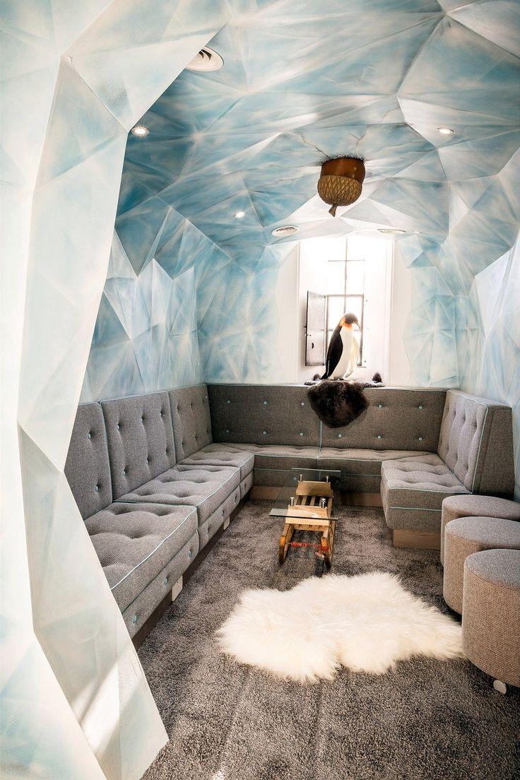 Zasedací místnost má podobu ledové jeskyně z filmu Doba ledová i s ikonickým žaludem prehistorické veverky Scrat.
