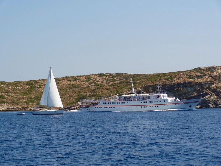 While sailing into the Hydra channel this ferry came steaming past us!