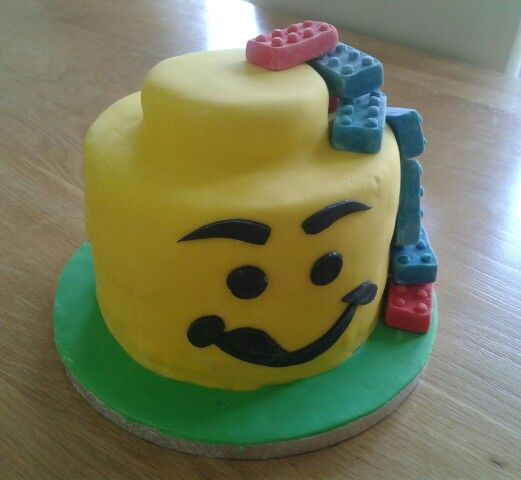 Lego head for a 6th birthday
