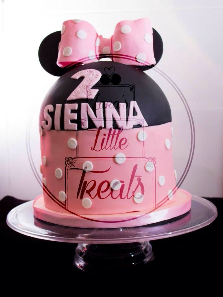 Minnie Mouse birthday cake #laraslittletreats #minniemouse #birthdaycake