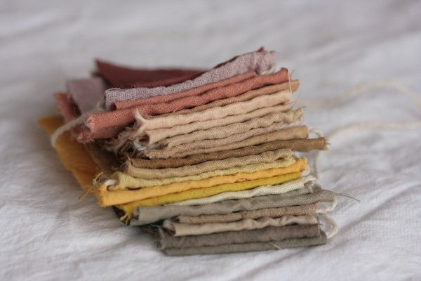 natural dyes Yellow: Onion skins, turmeric, marigold, chamomile Green: Artichoke, wild carrot, mint Pink: Avocado skins, Brazilwood, madder root Brown: onion skins, turmeric, oak bark, pine bark Orange: Annatto Seed Purple: red wine, red/black grapes, berries Grey: poppies Blue: Blueberries, red cabbage