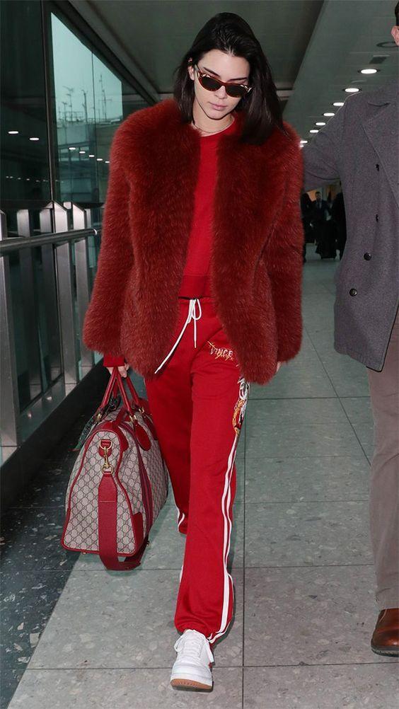 Outra trend entre as modernas é o Mix de peças esportivas, para montar look cheios de estilos! E o vermelho, é a cor queridinha do univerno fashion para a próxima estação.. Vamos ousar e nos inspirar! Tem legging vermelha da Adidas aqui-http://buyerandbrand.com.br/mododeusarmoda/?bi=2ozR5Wq