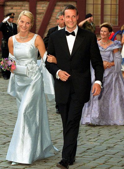 Pre-wedding banquet at Akershus Fortress, Oslo given by the Norwegian government lead by Prime Minister Jens Stoltenberg as part of the wedding celebrations, August 24th 2001; wedding of Crown Prince Haakon of Norway and ms. Mette-Marit Tjessem Høiby, August 25th 2001