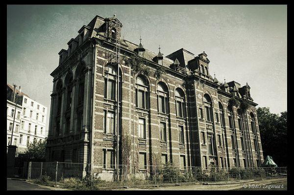 L'école-de-Médecine-Vétérinaire. An abandoned veterinary school still full of textbooks & grotesque animals specimens in jars.