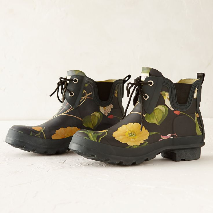 """Topped with a gorgeous floral print from the Royal Horticultural Society archives, these rubber ankle boots are hand-crafted by Hunter using flexible and waterproof rubber.- Rubber- Handmade- Store out of direct sunlight to prevent fading- ImportedWomen's sizes 5-116""""HFor 1/2 sizes, order next size down. Boots run large to allow for socks in cold weather."""
