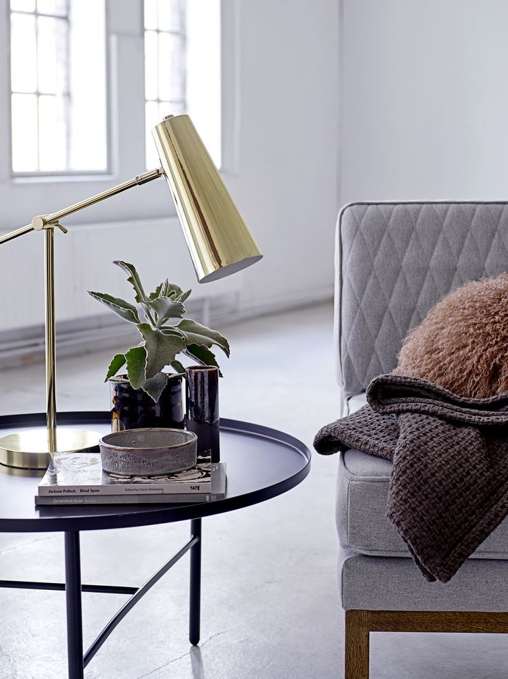 Sculptural and decorative tablelamp by Bloomingville <3